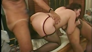 RIdiBig ass bitch helps this man see how magic her pussy is