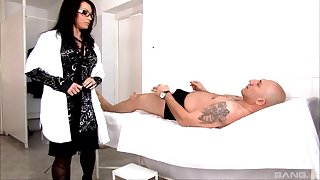 Desirable tattooed babe adjacent to arms adjacent to stockings loves to get her asshole fucked