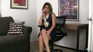 American milf Niki is posing and masturbating pussy on a couch