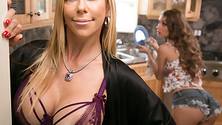 Mommy's in favour girl! - Go counter to Lynn and Alexis Fawx