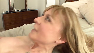 Busty cougar seduces to stockings and a ornamentation