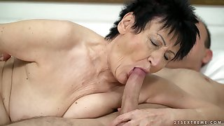 Short haired old blowlerina Anastasia is ready to be fucked doggy