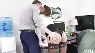 Secretary gets laid with the new guy then swallows his jizz