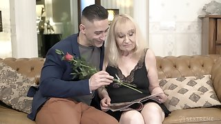 Hot young guy bangs old woman and cums on her ass doggy style
