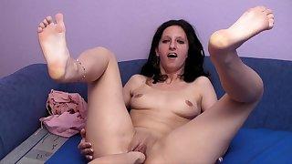 Freak amateur MILF fisting porn video